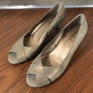 Van Eli shimmery gold kitten heels size 9.5M